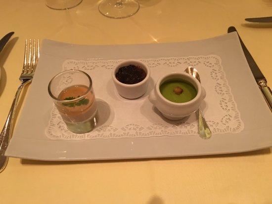 Ganshoren, Belçika: Goose pate, mushroom cream brûlée & pea soup