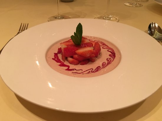 Ganshoren, Belgien: Strawberries with cream