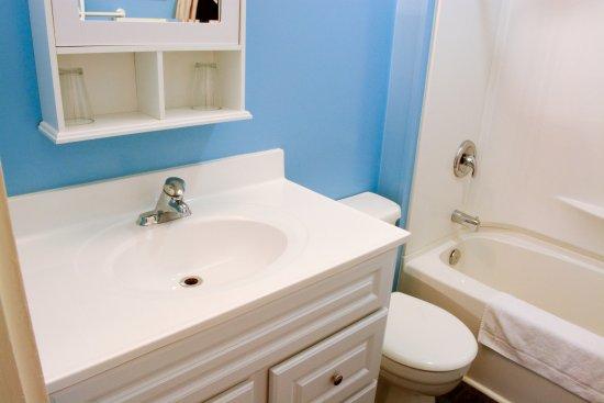 Ocean Island Suites: Tokyo Suite - Bathroom