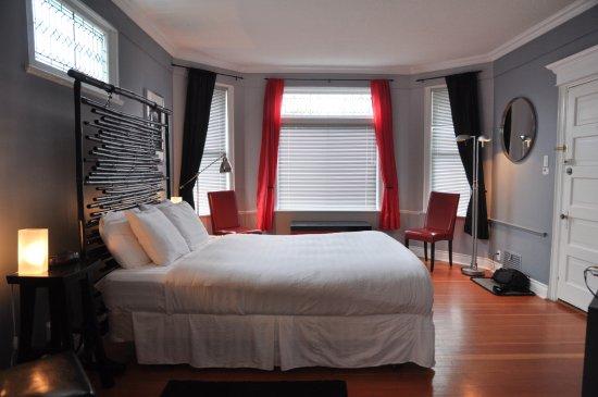Ocean Island Suites: Tokyo Suite - Bedroom