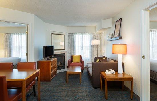 Residence Inn Austin North/Parmer Lane: Two Bedroom Suite Living Room