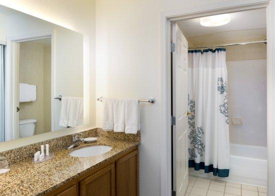 Residence Inn Austin North/Parmer Lane: Guest Bathroom