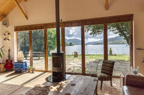 Lochgoilhead, UK: No matter what the weather, the view from our lochside lounge is stunning