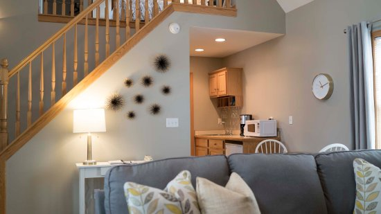Graystone Cottages: Lofty Cottage Living Area