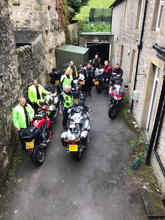 Kettlewell, UK: Very wet bikers made welcome