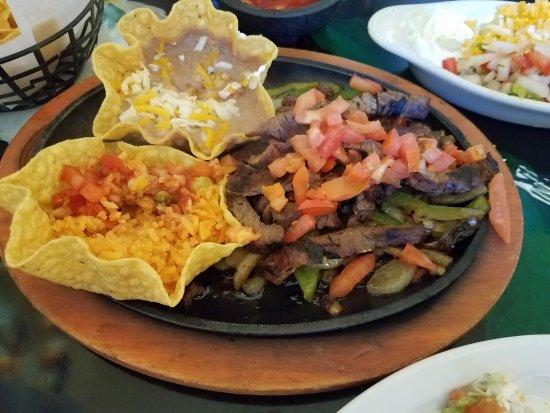Chapala: Lunch beef fajitas....very good!