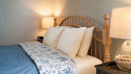 Graystone Cottages: nautical bedroom