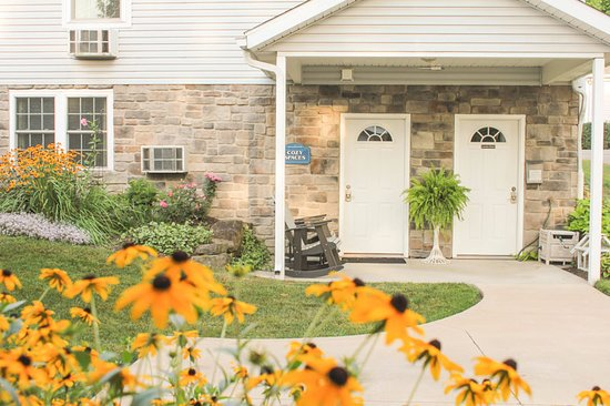 Graystone Cottages: Cozy Spaces lower level entrance