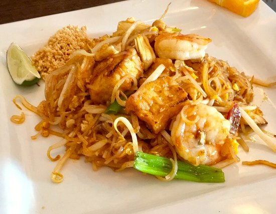 Fairlawn, OH: Country style pad Thai, with chopped peanuts
