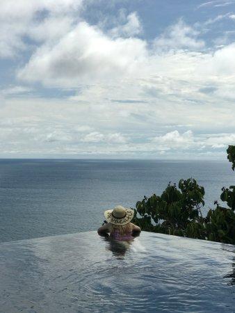 Paresa Resort Phuket: Infinity pool on top level of the villa