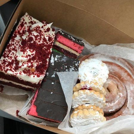 De Flippis Bakery