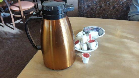 Ihop: jarra de cafe y leches