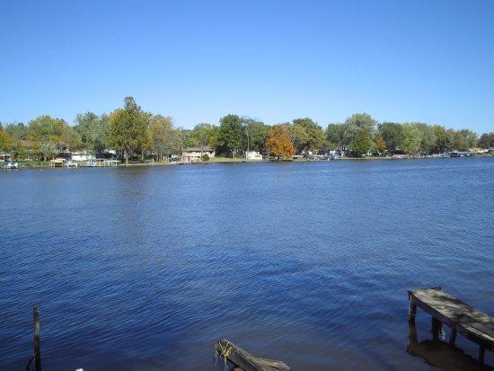 Monticello, IN: LAKE VIEW