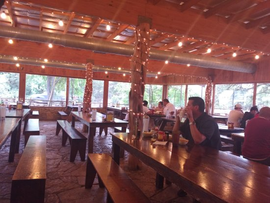 Driftwood, TX: The indoor seating area, to beat the heat.