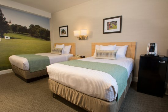 Adria Hotel And Conference Center: Double Double Bed Room - If you love golf, you'll enjoy staying at this golf themed room.