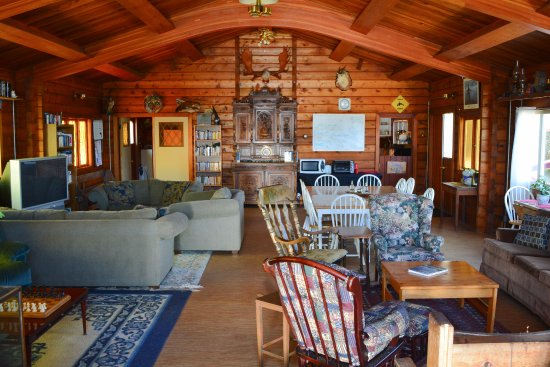 Alert Bay Lodge: Common Area