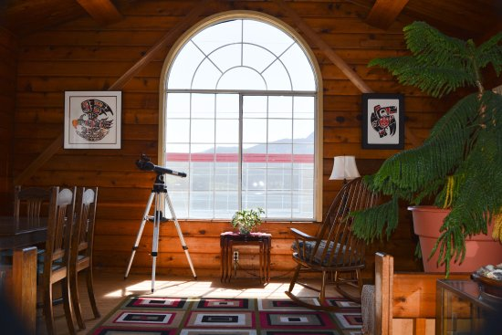 Alert Bay Lodge: Common Area - View of Johnstone Strait & Mountains