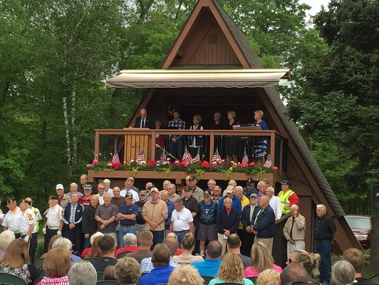 Crosslake, Миннесота: Veterans being honored at the Memorial Day Service