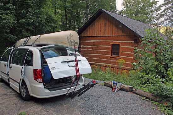 Oxtongue Lake, Canada: Unpacking in front of the cabin
