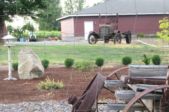 StoneRiver Vineyard - Estate Winery - Talent, Oregon