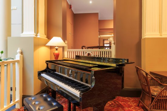 Hadley's Orient Hotel : Pianola in The Orient Bar & Dining Room