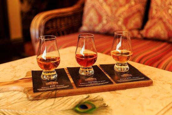 Hadley's Orient Hotel : Tasmanian Whisky Flights in The Orient Bar & Dining Room