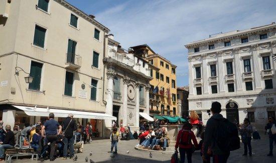 Piazzetta dei Leoncini