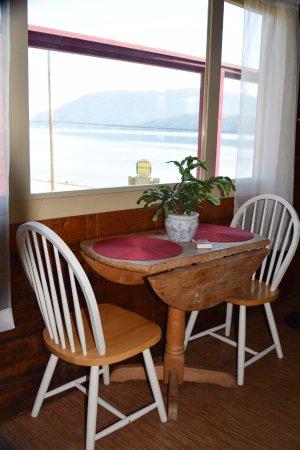 Alert Bay Lodge: Common Area - Breakfast Nook