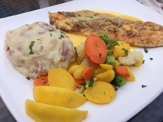 Red snapper with mashed potatoes and mixed vegetables for Garcia s seafood grille fish market miami fl
