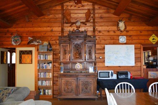 Alert Bay Lodge: Common Area