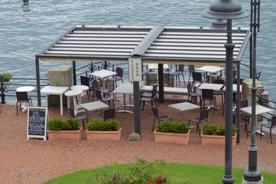 Hotel Eden : vista dalla nostra camera: zona pranzo sul lungo lago