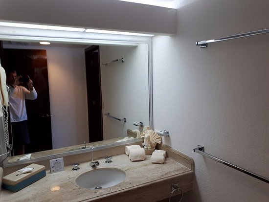 The Royal Cancun All Suites Resort: Ванная комната