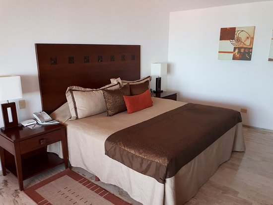 The Royal Cancun All Suites Resort: Спальня на 2-м этаже