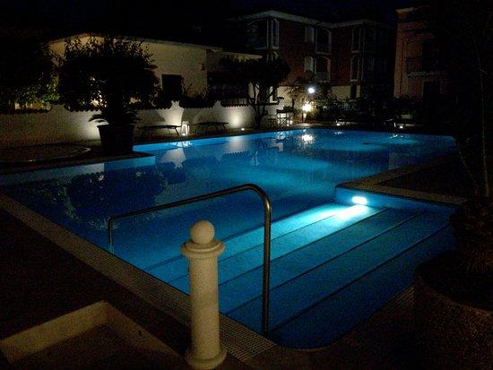 Hotel Splendid: IMG_20170529_215641_BURST001_COVER_large.jpg