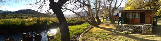 Clanwilliam, Sør-Afrika: My cabin at Driehoek next to a river.