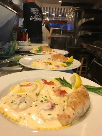 La Pizzeria : Lobster ravioli