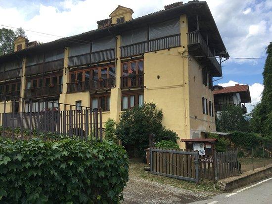 Castagnea, Italia: agriturismo da fuori