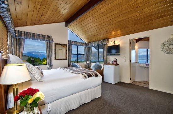 Balmoral Lodge: Deluxe King Studio suite, 24 york st.