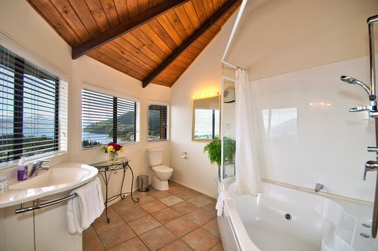 Balmoral Lodge: Deluxe King Ensuite.