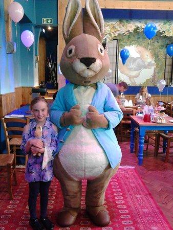 Боунес-он-Уиндермир, UK: Peter Rabbit & His Super Fan at the Tea Party