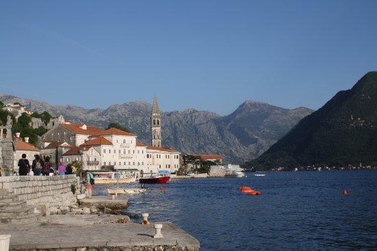 Perast, Montenegro: Vista del pueblo