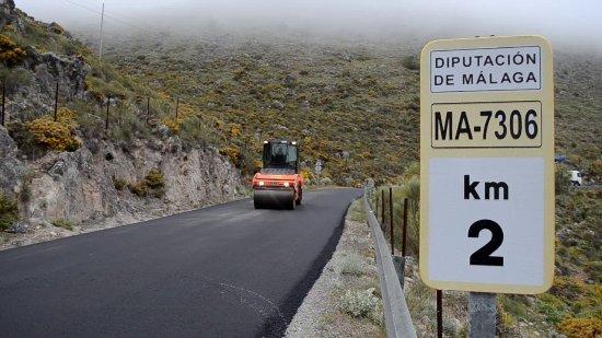 Carretera de Cartajima asfaltada y mejorada.