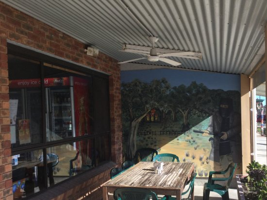 Glenrowan, Australia: Outdoor seating