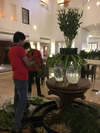 GreenPark Chennai: The central foyer - flower display changed weekly and is great to watch