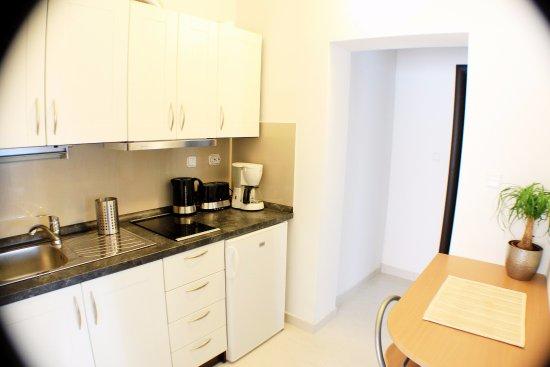 Kastel Novi, Croacia: Kitchen, APARTMAN 2