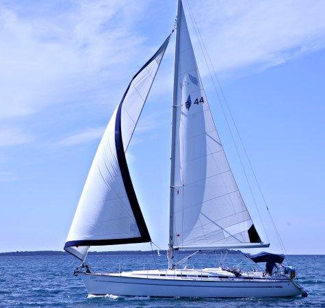 Lola III - Yacht Charter Rental