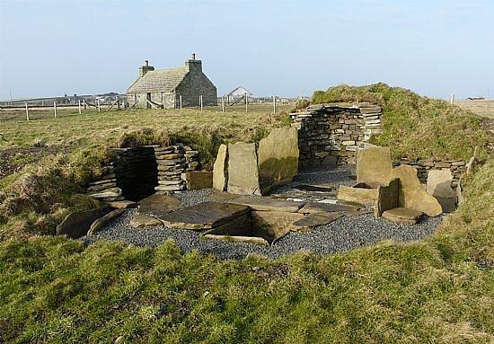 Сандей, UK: Replica Burnt Mound at Sanday Heritage Centre