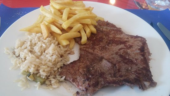 Atarfe, Spanyol: Filete de ternera con guarnición.