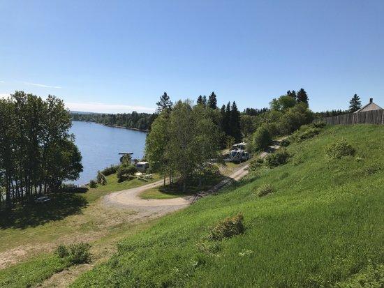 Temiscouata-sur-le-Lac, Canada: Camping entre la berge et le fort