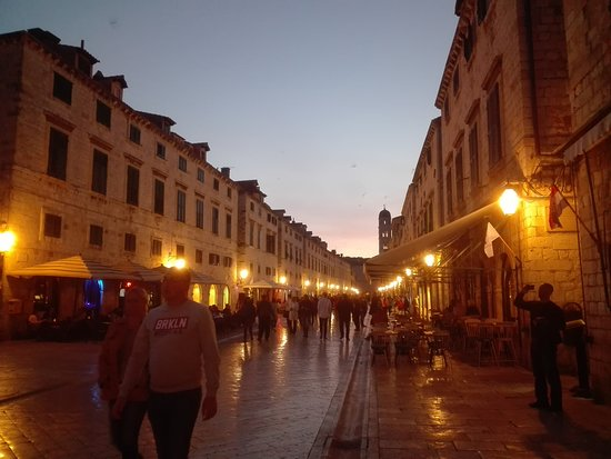 Slavonski Brod, Croatia: Stradun in the evening. Evening stroll tour.